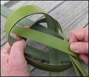 weaving a flax fantail step 9